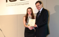 Kate Matthews receiving her EngTech certificate from ICE president Professor David Balmforth